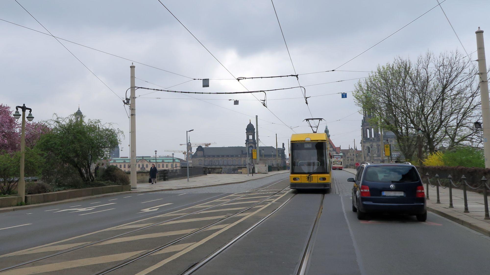 Nur noch bis Montag: Autoverkehr auf der Augustusbrücke