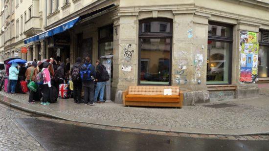 Schwamm-Couch an der Ecke Kamenzer Straße