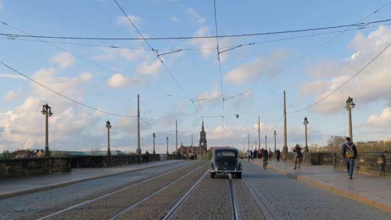 Eines der letzten Autos auf der Augustusbrücke.
