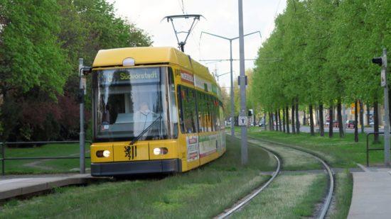 Auf der Alberstraße werden die Gleise repariert.