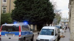 Die Polizei sichert das Gelände weitläufig ab.