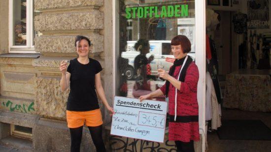Fabienne Winkler vom Entwicklungspolitischen Netzwerk Sachsen und Zic Zac-Chefin Lorna Mateev.