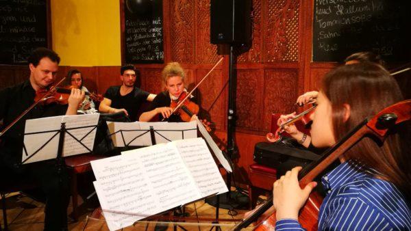 Das Streich-Quartett der Orchester-Akademie spielte Werke von Franz Schubert und Astor Piazzolla.