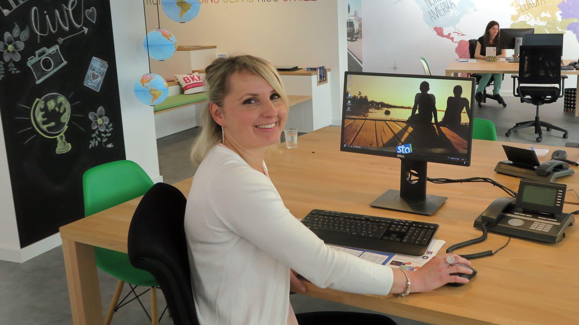 Chefin Antje Hartmann im neuen Reisebüro in der Rothenburger Straße 2