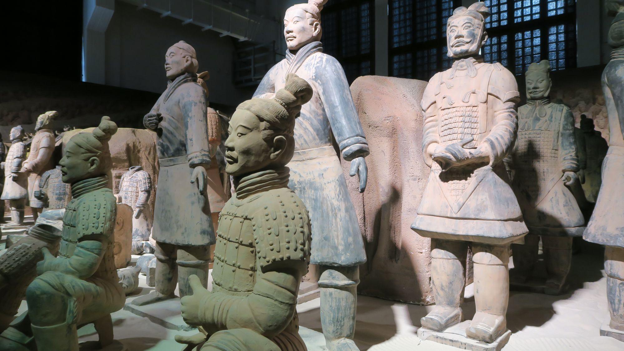 Insgesamt 150 Ton-Krieger sind zu sehen.