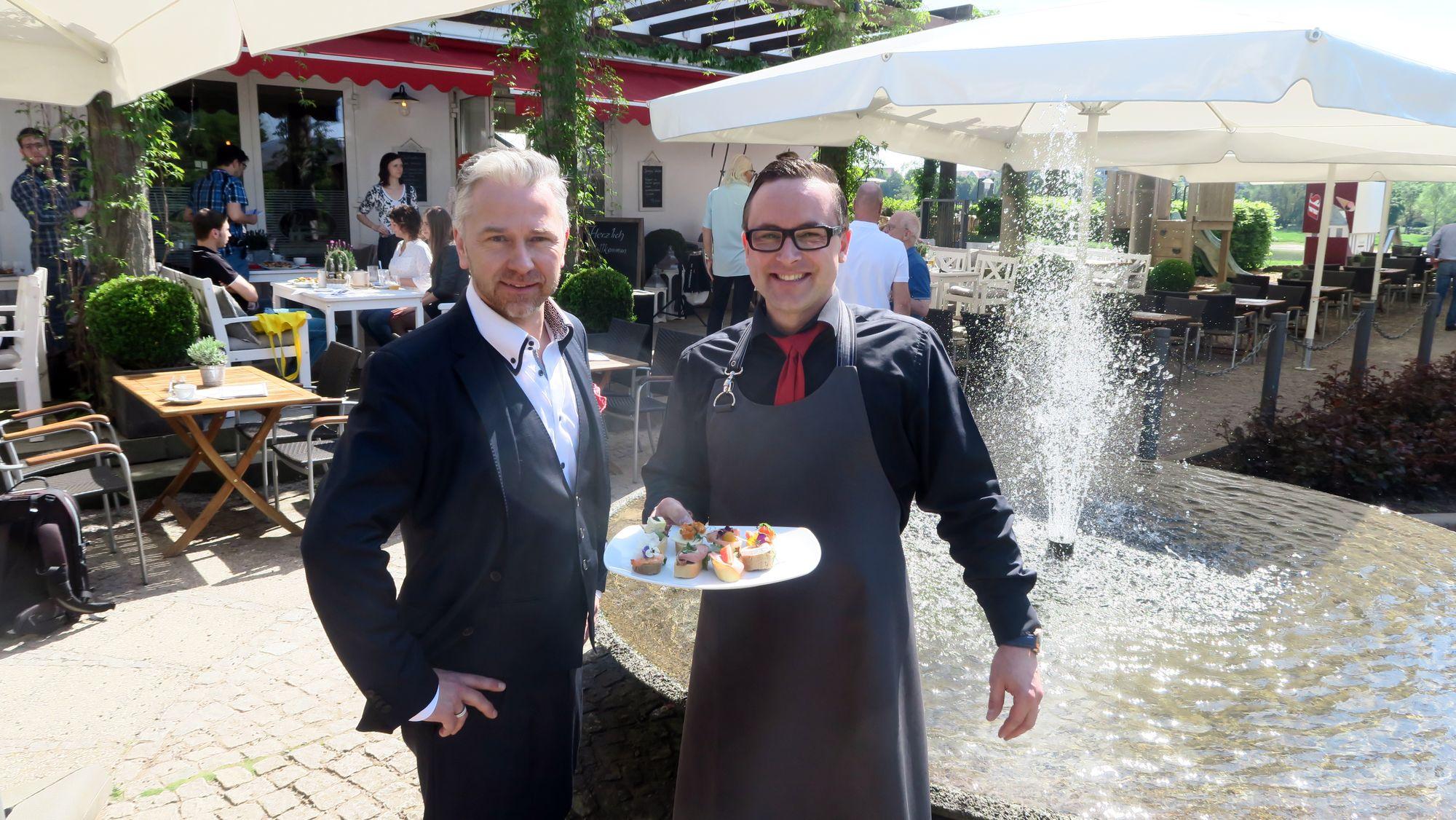 Geschäftsführer Markus Pexa (links)