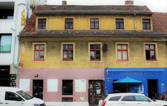Im ersten Stock befindet sich das Atelier von Frank K. Richter-Hoffmann. Am Sonntag macht er mit