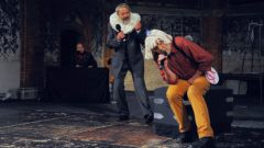 Baptista (Michael Hochmuth) und Petruchio (Frank Weiland) singen im Duett. Begleitet werden sie am Klavier von Matthias Krüger.