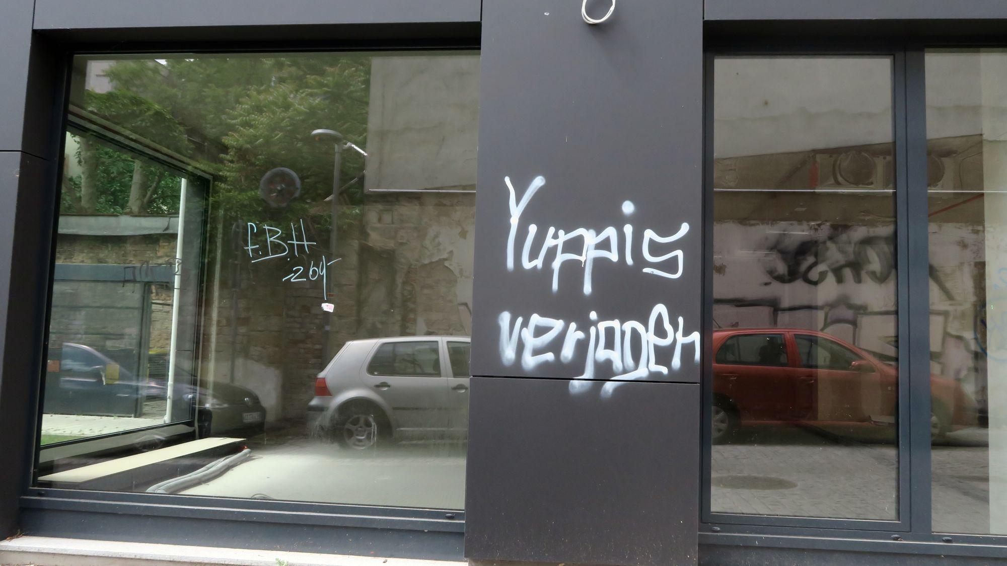 """Yuppis verjagen"" am Juli-Sailinger-Weg"