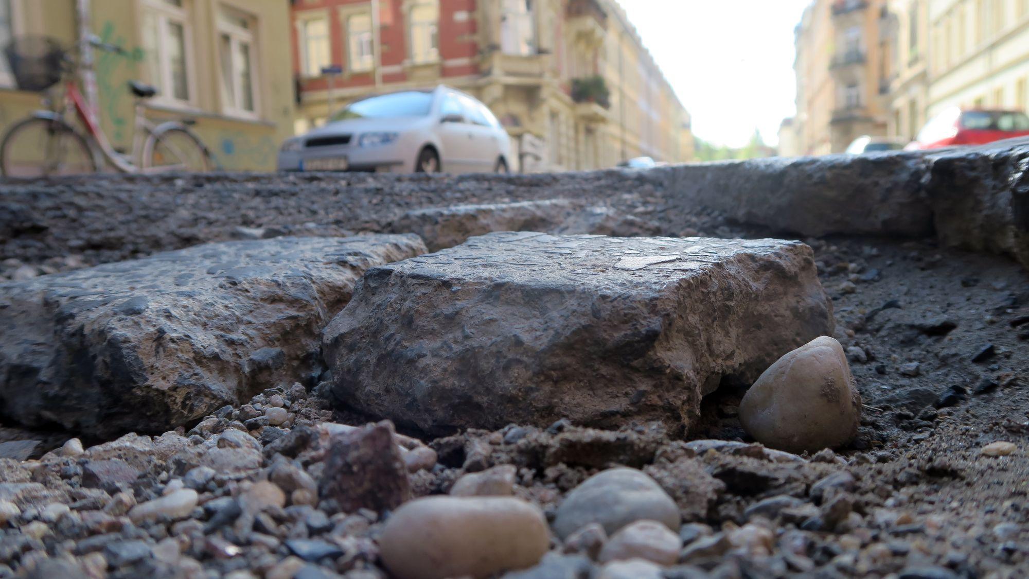Krater auf der Louisenstraße