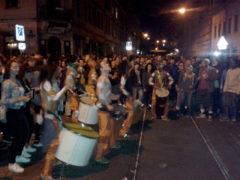 Trommelgruppe vorm El Cubanito