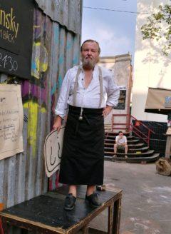 Peter Waschinsky vor seiner Bude