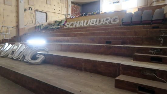 Die Schauburg-Schriftzüge parken im Sergio-Leone-Saal.