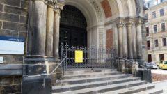 Heute am frühen Morgen ist auf die Martin-Luther-Kirche ein Brandanschlag verübt worden.