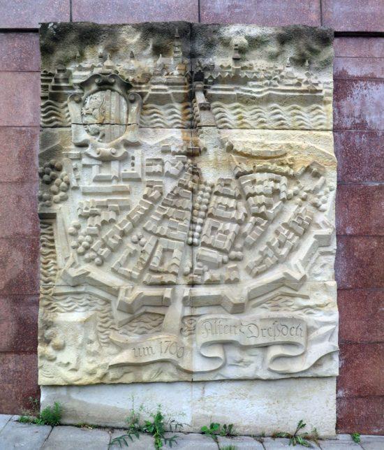 Relief von Altendresden vor dem ehemaligen Tunnel unter der Großen Meißner Straße