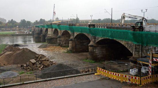 Grüne Schutznetze an der Albertbrücke - Foto: Archiv/2014