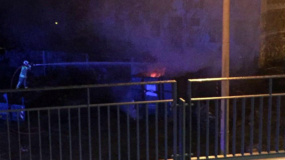 In der Nacht löschte die Feuerwehr einen brennenden Container am Bischofsplatz.
