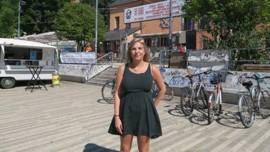 Kaddi Cutz moderiert den Poetry-Slam vor der Scheune - Foto: Archiv 2017