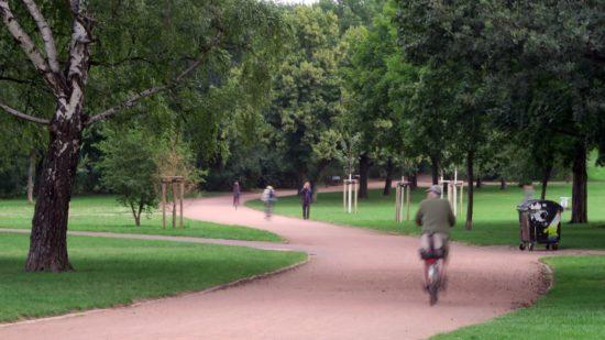 Der Weg zwischen Tannenstraße und Bischofsweg wird von Radfahrern und Fußgängern genutzt.