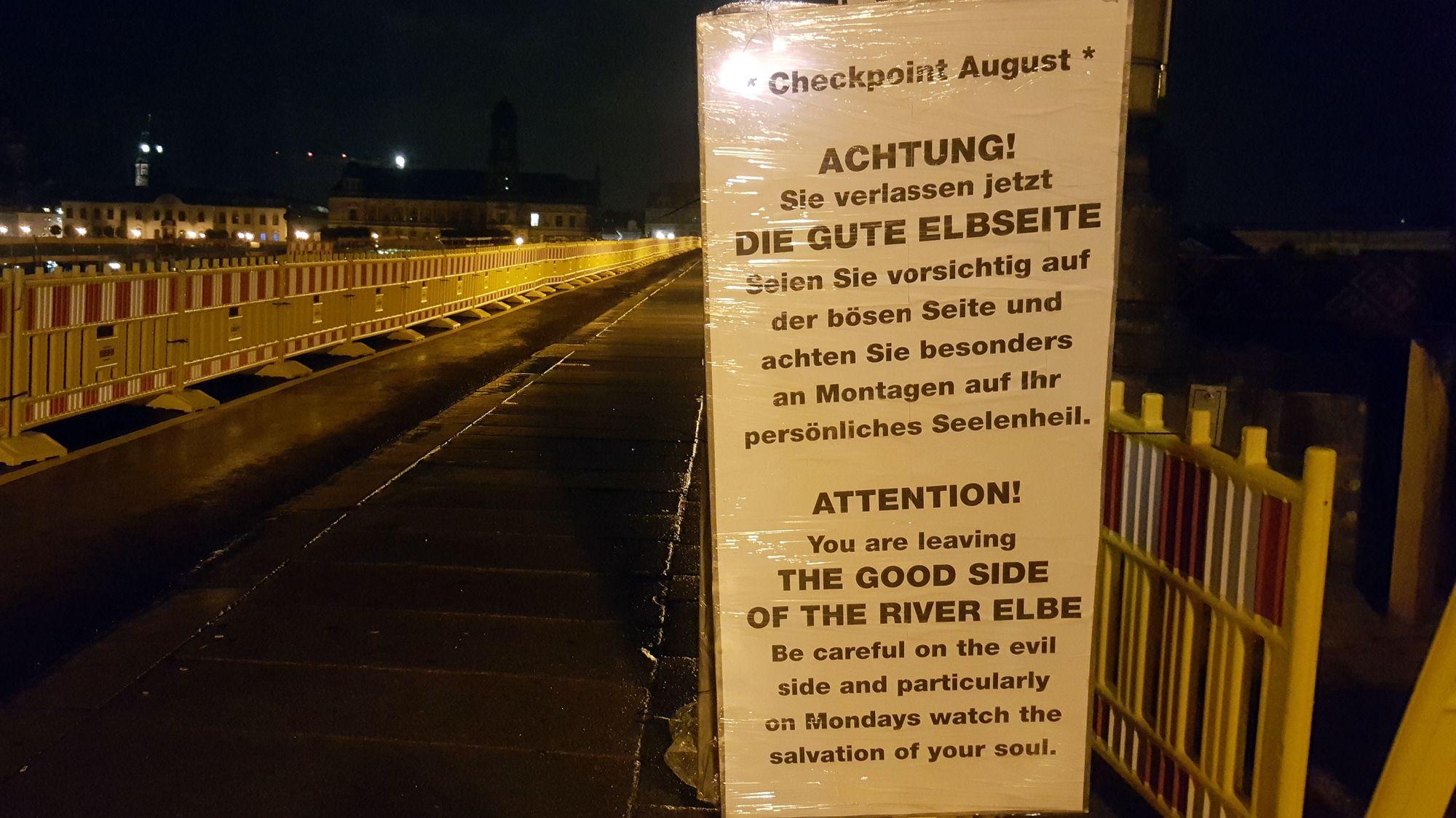 """Nach Ansicht der Tafel-Aufsteller verlässt man in Richtung Altstadt die """"gute Elbseite"""""""
