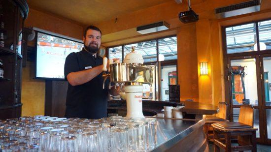 Barkeeper Sebastian Reinhold im Craft-Beer & Sport