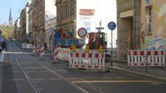 Direkt an der Baustelle steht noch ein zweites Einfahrt-Verboten-Schild.