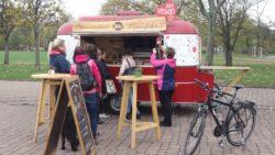 Baumstriezel-Verkauf auf dem Alaunplatz