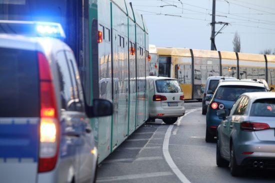Stau nach Unfall auf der Marienbrücke - Foto: Roland Halkasch