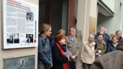 Nora Goldenbogen spricht zur Einweihung des Denkzeichens - Foto: Ulla