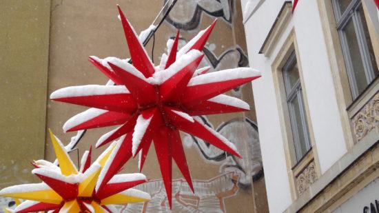Weihnachtssterne vorm Art & Form an der Bautzner Straße - Foto: Archiv 2010