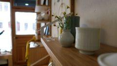Es gibt auch Keramik und Wohnaccessoires.