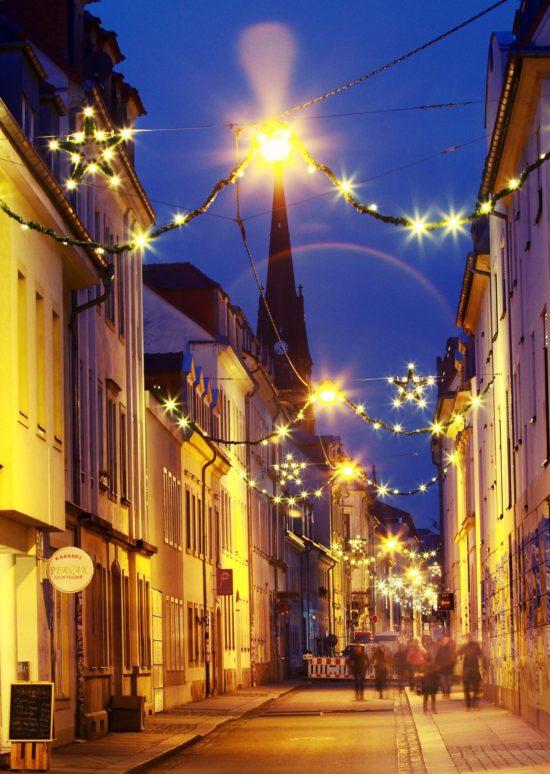 Weihnachtsbeleuchtung auf der Böhmischen Straße - Foto: Youssef Safwan
