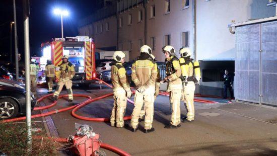Die Feuerwehr konnte den Brand löschen. Eine Evakuierung der Häuser war nicht notwendig.