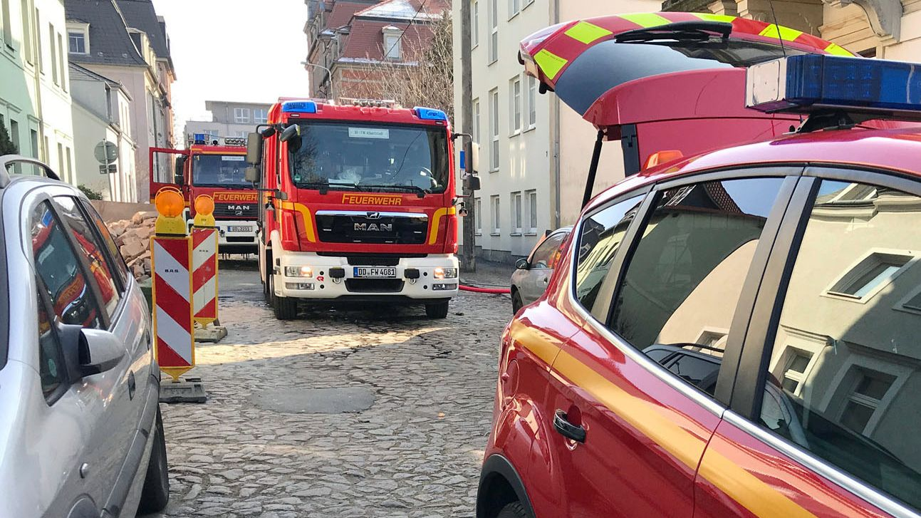 Einsatzfahrzeuge der Feuerwache Albertstadt waren vor Ort. Foto: Roland Halkasch