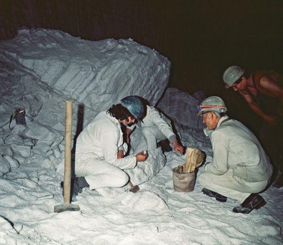 Gruppe Meier im Salz-Bergwerk Bernburg bei der Bergung der Blöcke für das Projekt Orient-Tierung
