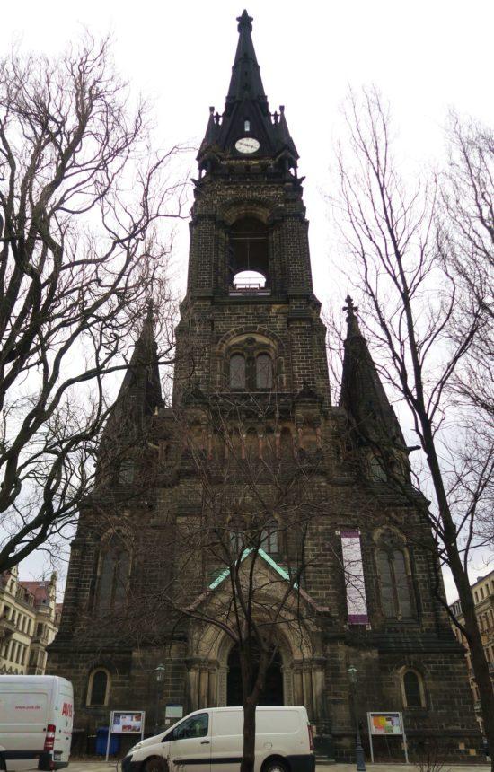 Die Kirche jetzt ohne Baustelle vor der Tür.