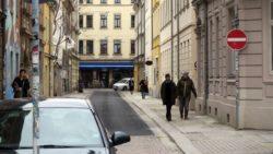 Martin-Luther-Straße, laut Schild darf man nicht in diese Richtung fahren, auch nicht mit dem Rad.