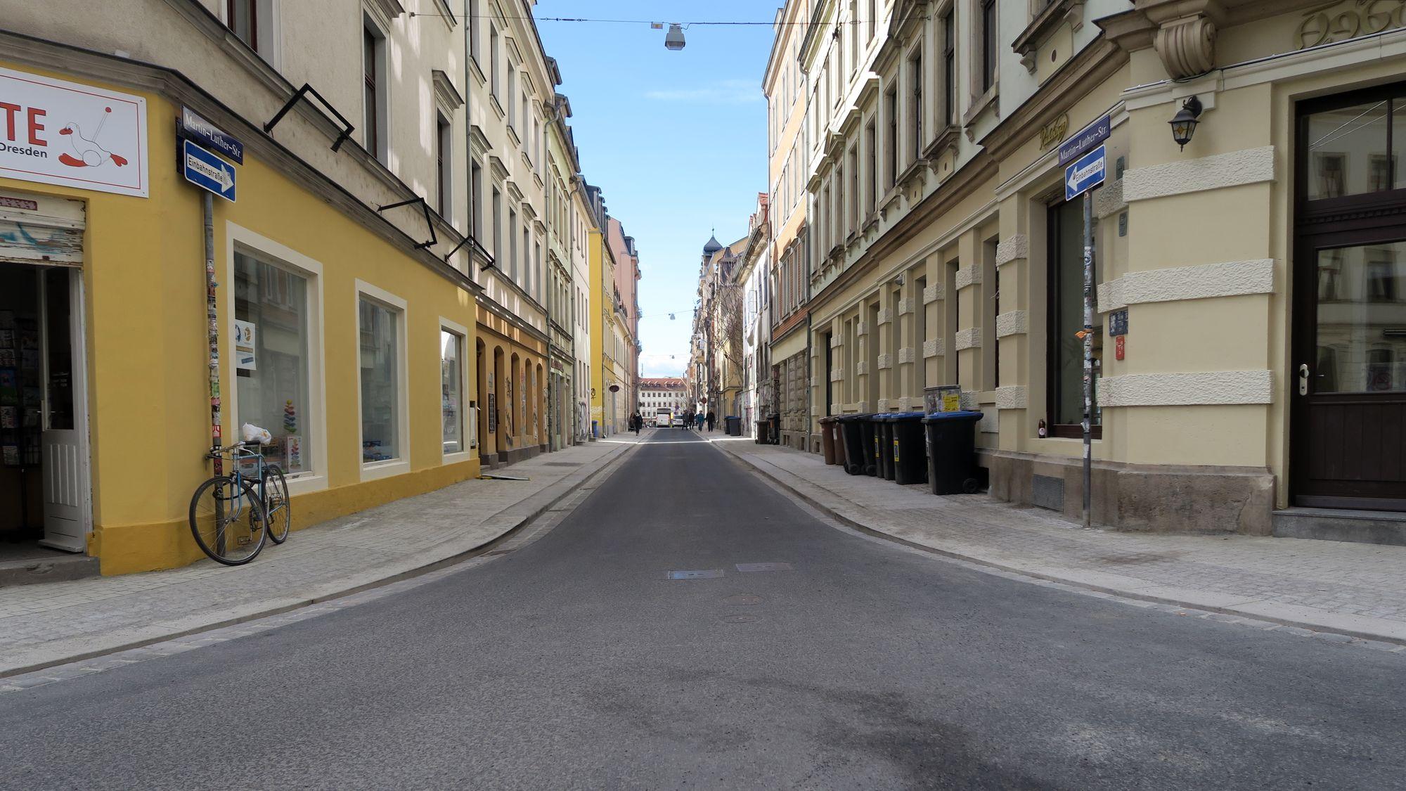 Die Straßenbreite würde entgegenkommenden Radverkehr zulassen.