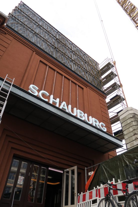 Schauburg mit neuem Aufbau. Die Lüftungsaufbauten werden noch getarnt.