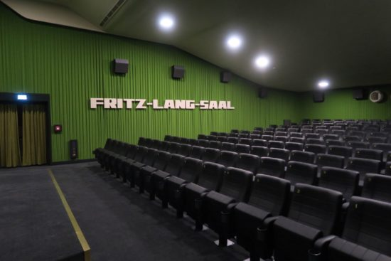 Fritz-Lang-Saal mit Ledersitzen. Gemütlich.