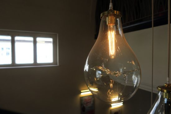 Lampenkunst im Treppenhaus
