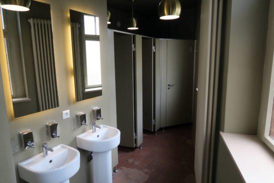 Alt und Neu in den Toiletten