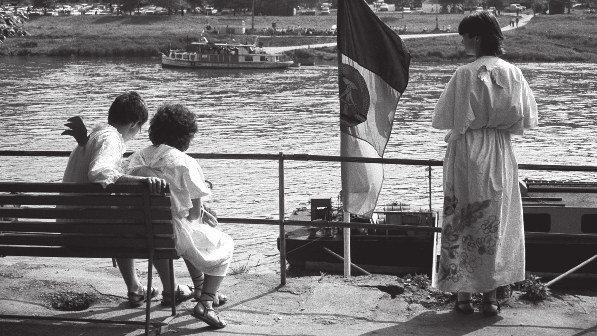 Harald Hauswald: Die Elbe-Menschen am Fluss.