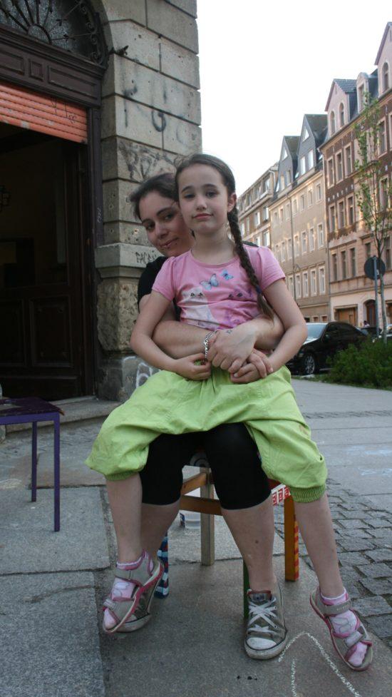 Sphia besucht den Stoffwechsel regelmäßig mit ihrer Tochter.