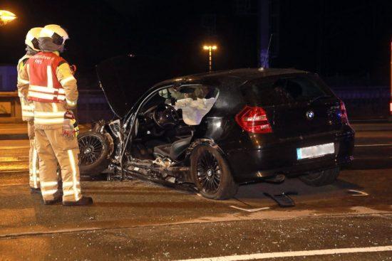Zerstörter BMW auf der Marienbrücke: Foto: Roland Halkasch