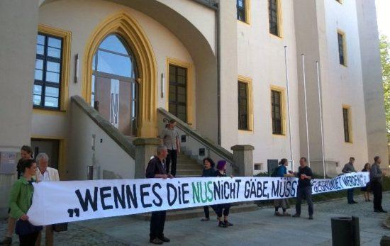 Am Dienstag hatten Eltern und Lehrer vor dem OVG in Bautzen demonstriert. Foto: Neustadtgrüne