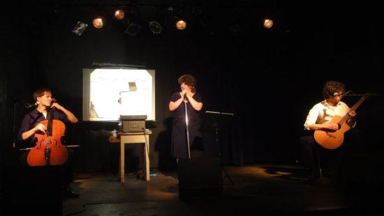 Schon ewig dabei: Anna Mateur - hier mit den Außensaitern - Foto: Archiv 2011