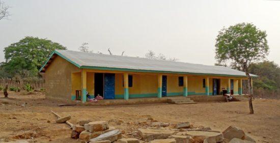 Das Schulgebäude in Télimélé.