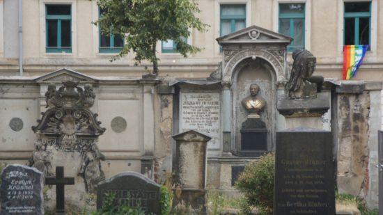 """Der Innere Neustädter Friedhof gehört zu den ältesten Dresdens und bietet sogar schaurige nächtliche Spaziergänge unter dem Namen """"Friedhofsgeflüster"""""""