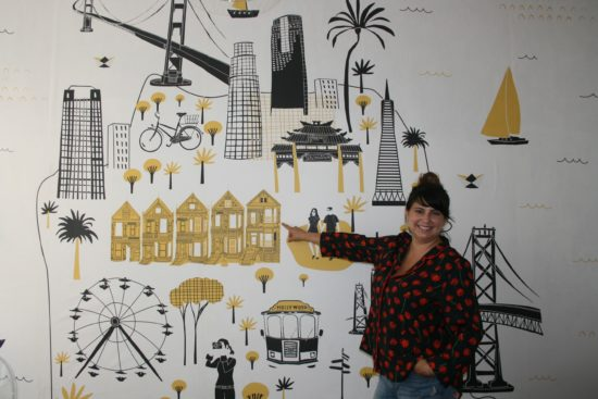Ein Blick ins Innere des Cafes - Die Wand hat die Köchin selbst gestaltet. Es zeigt ihre Lieblingsecken San Franciscos.
